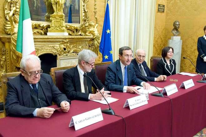 Il presidente della camera dei deputati gianfranco fini for Camera dei deputati web tv