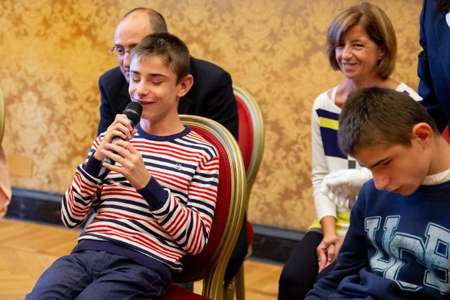 Il Presidente regala a ciascun bambino una copia della Costituzione in breille