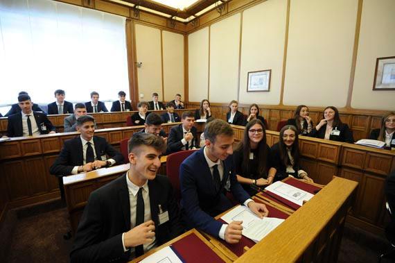 Incontro degli studenti con i deputati eletti nella regione Basilicata