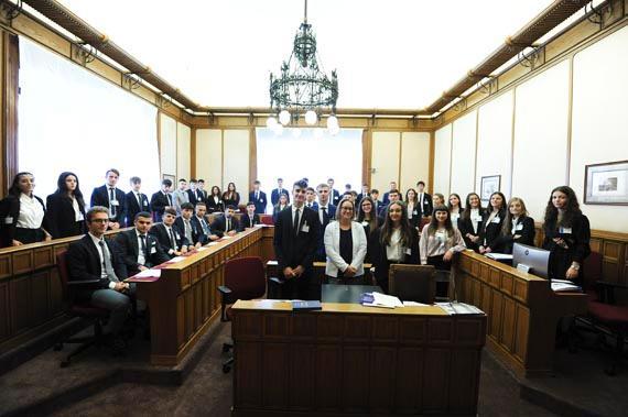 Incontro degli studenti con la deputata Azzurra Pia Maria Cancelleri, Segretaria dell'Ufficio di Presidenza della Camera dei deputati