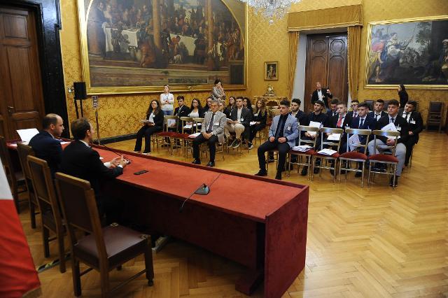 Incontro degli studenti con i deputati eletti nella Circoscrizione Campania