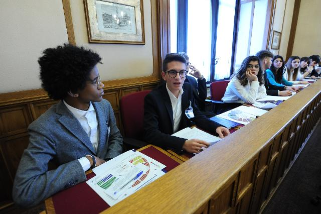 Incontro degli studenti con il deputato Vito de Filippo eletto nella Regione Basilicata