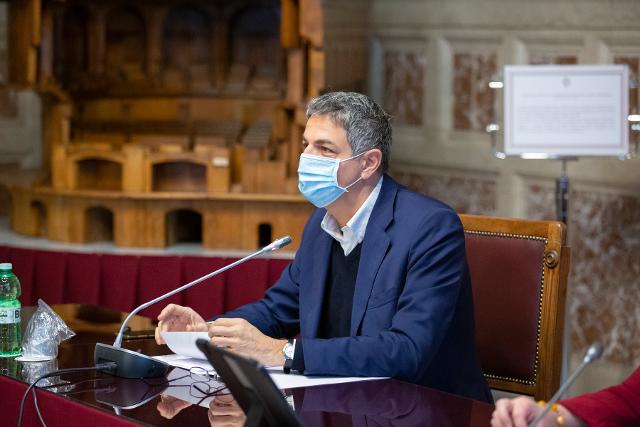 Il deputato Simone Baldelli risponde alle domande formulate dai ragazzi