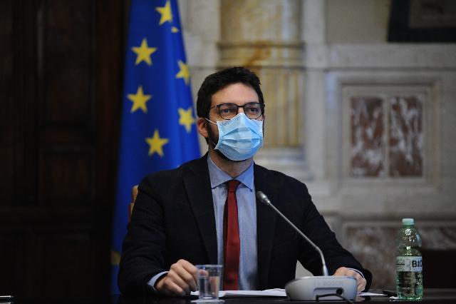 Il deputato Francesco D'Uva, Questore della Camera dei deputati risponde agli studenti