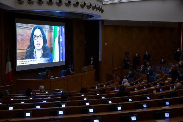 Dall'Aula dei gruppi parlamentari della Camera dei deputati ed in diretta su RAI 1