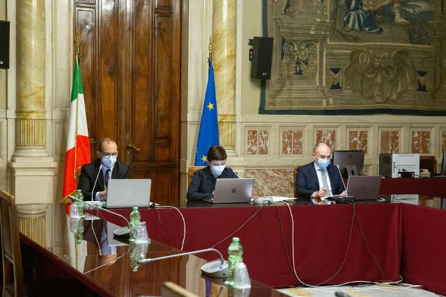 Dibattito tra studenti e deputati della Circoscrizione Emilia Romagna  sulla crisi economica, debito pubblico, inquinamento e parità di genere